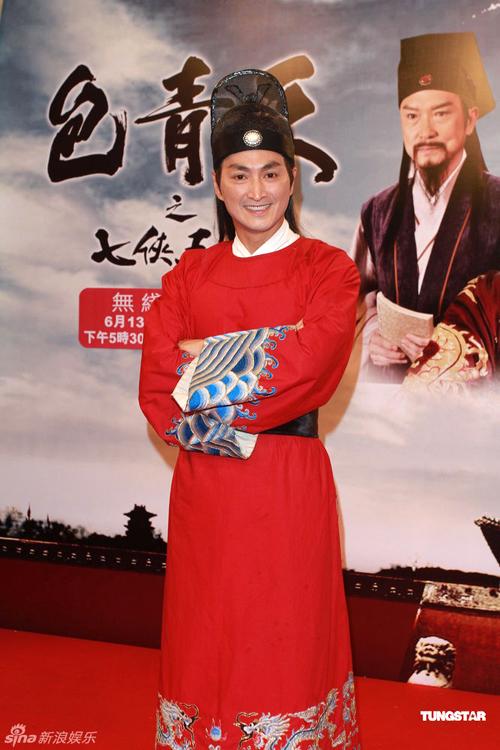 Triển Chiêu Hà Gia Kinh vẫn đẹp trai như ngày nào, dù năm nay anh đã 52 tuổi.