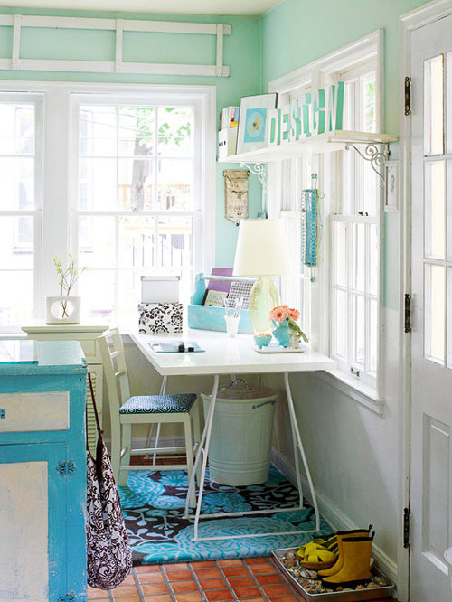 Phòng làm việc tươi mát với màu xanh chủ đạo.