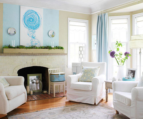 Phòng khách được trang trí với màu trắng