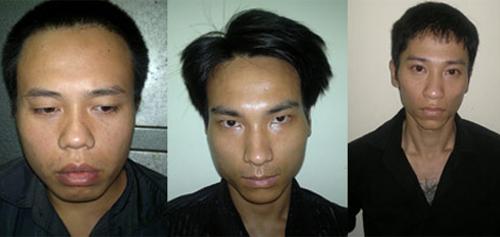 Vũ (ngoài cùng, bên trái) và đồng phạm tại trụ sở cảnh sát.