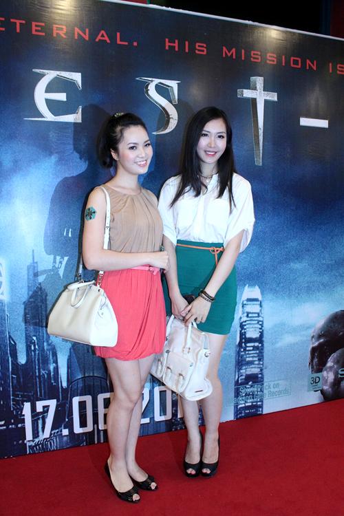 Hai Á hậu của cuộc thi Hoa hậu Việt Nam các năm 2008 và 2010 cùng tỏa sắc.