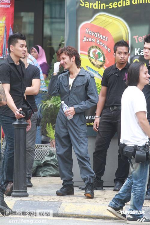 Tạ Đình Phong trên trường quay 'Nghịch chiến'.
