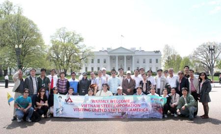 Đoàn khách Công ty Thép Việt Nam tại Nhà Trắng, Mỹ.