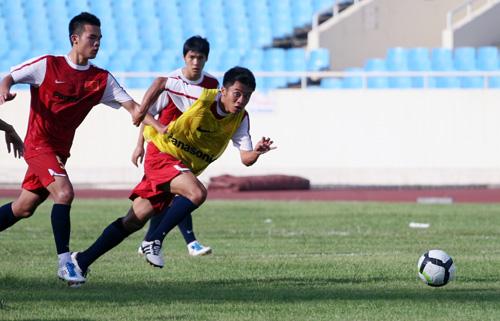 HLV Phan Thanh Hùng chú trọng đến các miếng phối hợp ngắn, ít chạm.