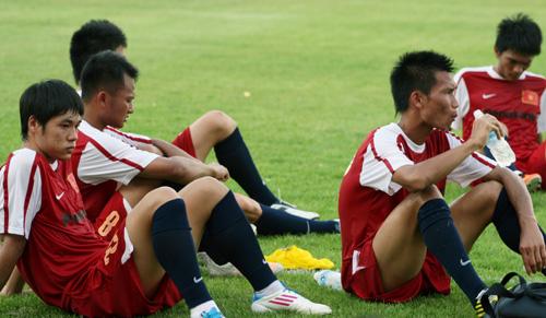 Sau buổi tập các cầu thủ tỏ ra khá mệt mỏi.