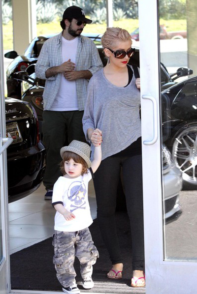 Christina bên con trai, Max Bratman và chồng cũ.