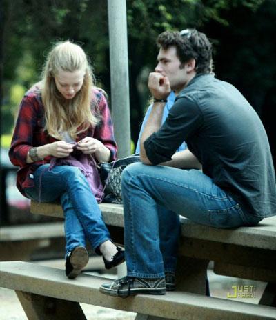 người đẹp 25 tuổi Bạn trai đầu tiên của Amanda là Micah Alberti người đóng cặp với cô trong phim All my children (2001).