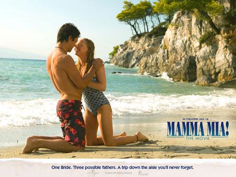 Năm 2009, sau khi cùng đóng vai đôi người yêu hạnh phúc trong Mama Mia, Amanda đã hẹn hò với Dominic Cooper.