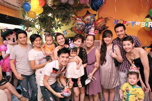 Ngày 14/6 vừa qua, Kem đã tròn 1 tuổi. Bé nhận được rất nhiều quà trong buổi tiệc ấm cúng có sự tham gia của