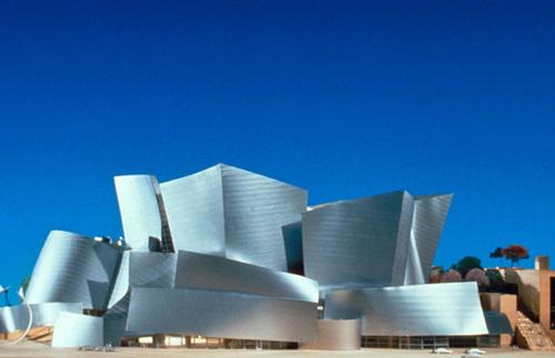 Nhà hát Los Angeles Music Center là nơi biểu diễn nghệ thuật nổi tiếng ở thành phố.