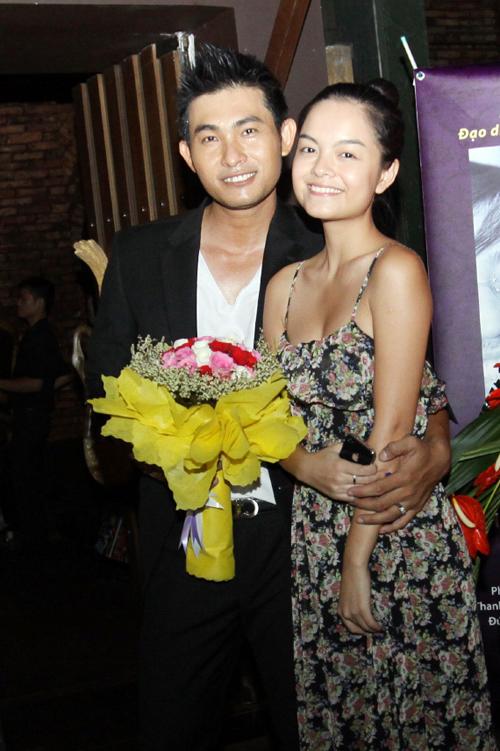 Ca sĩ Phạm Quỳnh Anh đến chúc mừng Hồng Ân.