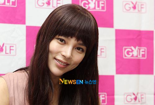 Nhan sắc trẻ trung của Á hậu Hàn Quốc.