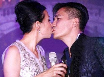 Lương Triều Vỹ và Lưu Gia Linh luôn thể hiện tình yêu thắm thiết.