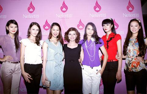 Dàn người mẫu và Giám đốc thương hiệu Nefertiti.