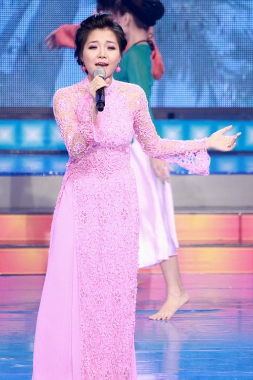 Sau đám cưới, đây là lần đầu tiên Thanh Ngọc trở lại với sân khấu ca nhạc. Vì vậy, sự xuất hiện của cô được nhiều khán giả chờ đợi.
