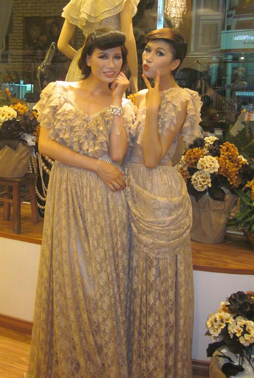 Cả hai đã phối hợp rất ăn ý trong buổi khai trương showroom mới của nhà thiết kế Chung Thanh Phong tại Đà Nẵng.