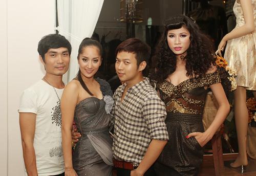 Giám khảo 'Bước nhảy hoàn vũ' Khánh Thi và make-up Nguyễn Hùng (ngoài cùng bên trái) cũng đến chia vui với Chung Thanh Phong.