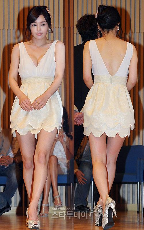 Chiếc váy tuyệt đẹp giúp Nam Gyu Ri khoe vóc dáng.