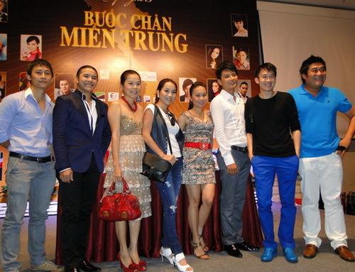 Các ca sĩ tham gia trong đêm 'Bước chân miền Trung'.