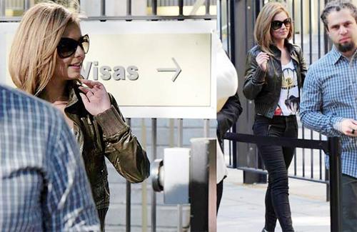 Người đẹp Cheryl với mái tóc mới khi tới Đại sứ quán Mỹ ở London.