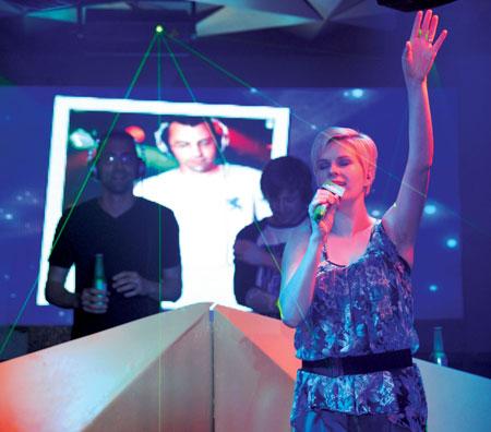 cùng ca sĩ quốc tế Jaren Cerf tỏa sáng với những màn biểu diễn đầy ấn tượng.