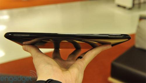TouchPad hỗ trợ hai loa ngoài.