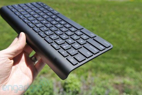 Người dùng cũng có thể bỏ ra thêm 70 USD để sở hữu bàn phím WiFi