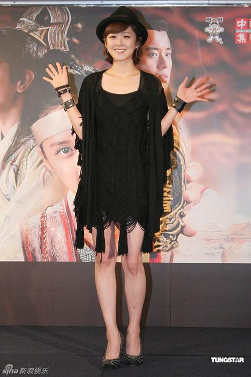 Thời gian này, trông Jang Nara gầy đi đáng kể. Công việc tại trường quay 'Baby Faced Beauty' thời gian vừa rồi khiến cô kiệt sức.