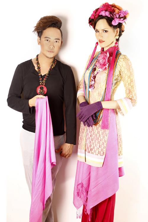 Nhà thiết kế Võ Việt Chung và người mẫu Tuyết Lan. Bộ ảnh được thực hiện bởi stylist