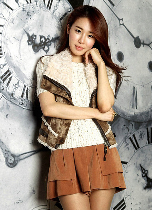 Yoo Inna rose to popularity with her role in High Kick Through the Roof and as Gil Raims best friend in Secret Garden. She recently starred in the Hong sisters drama The Greatest Love with Gong Hyojin and Cha Seungwon and is the current MC of the weekly entertainment news program of SBS. Shes also had a chance to show off her vocal chops after years of traning with YG Entertainment in Humming Urban Stereos song You, that day.