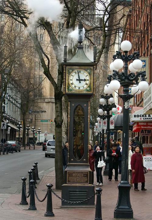 Chiếc đồng hồ hơi nước Gastown là một điểm du lịch của thành phố.