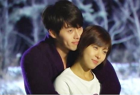 Hyun Bin và Ha Ji Won sẻ chia những phút giây ấm áp trong 'Secret Garden'.