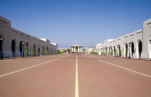 Cung điện hoàng gia Al Alam nằm ở thủ đô Muscat là công trình rộng lớn và xa hoa.