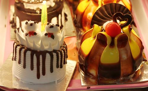 Bánh ngọt có giá từ 5.000 đồng.