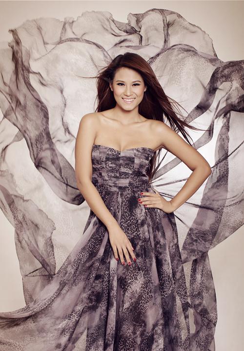 Có mối quan hệ thân thiết với nhà thiết kế trẻ Hà Duy, Hoa hậu Biển đã vui vẻ nhận làm người mẫu trong bộ sưu tập mới của