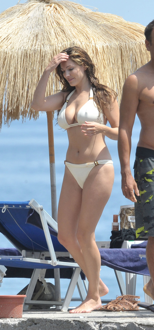 kelly-brook-20-538922-1368216007_500x0.j