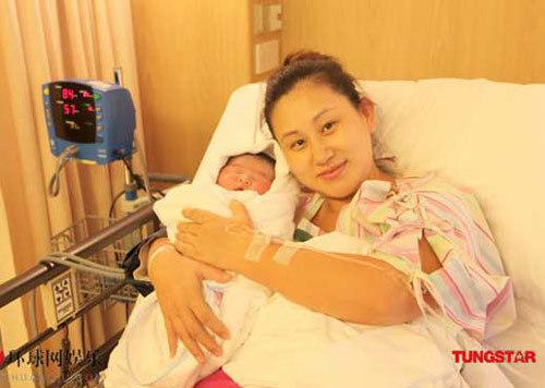 Nữ diễn viên Trương Đan Lộ bên con trai bé bỏng.