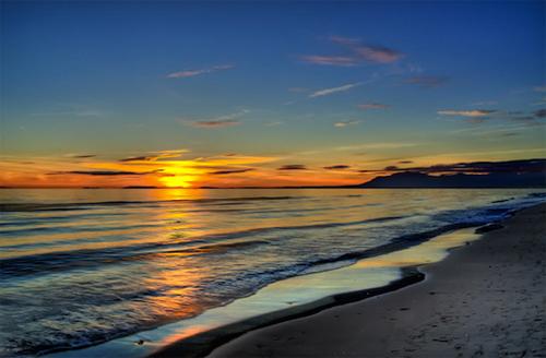 Bãi biển Nikki trong ánh bình minh.