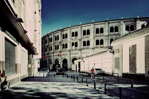 Granada là một trong bốn thành phố lớn của xứ Andalusia, ở miền Nam Tây Ban Nha. Nơi đây có những ngôi nhà, tòa thành cổ kính.