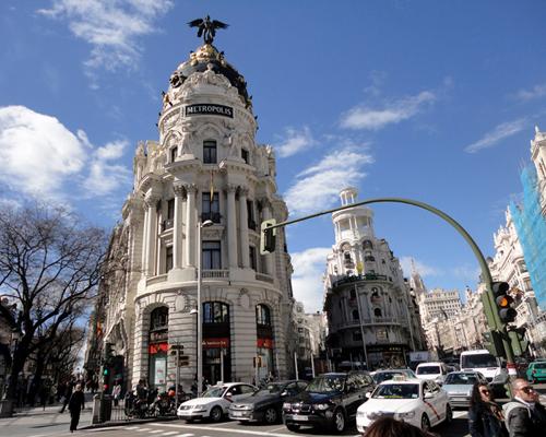Tòa nhà Metropolis là địa điểm nổi tiếng và được nhiều du khách chụp ảnh nhất ở thành phố Madrid