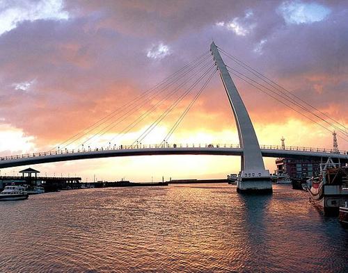 Cây cầu Đại Trực nằm ở trung tâm thành phố là điểm du lịch hút khách.