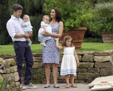 Gia đình nhỏ của Thái tử Đan Mạch vừa chào đón hai thành viên mới hồi