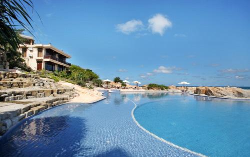 Khu villa nằm sát bể bơi.