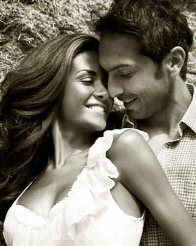 Bombardini và cô bạn gái gợi cảm yêu nhau hơn 5 năm nhưng vẫn chưa tổ chức cưới. Cặp đôi có một cô con gái, Sofia, hơn 3 tuổi.