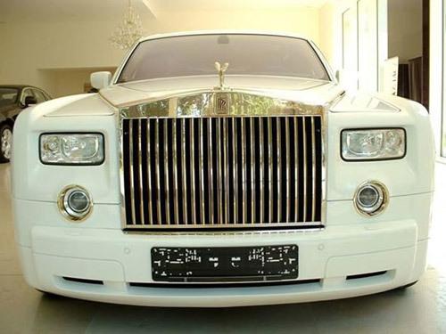 Rolls-Royce Phantom mạ 120 kg vàng carat phải mất tới 18 tháng để hoàn thiện.