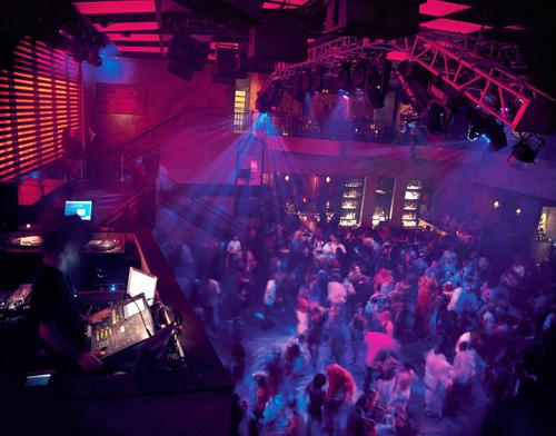 Atlantic nổi tiếng bởi những quán bar và sòng bạc.