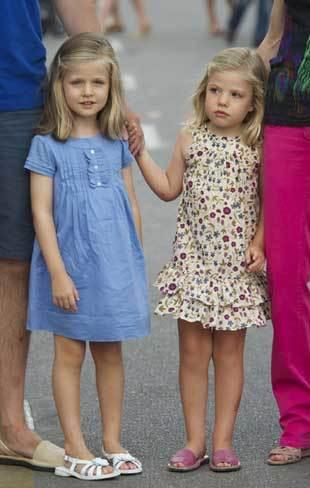 Hai công chúa đáng yêu của Hoàng gia Tây Ban Nha.