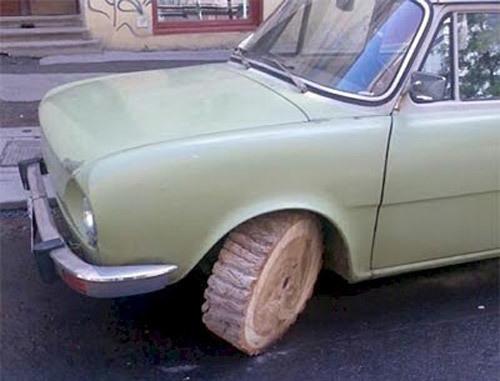 Bánh xe bằng gỗ.