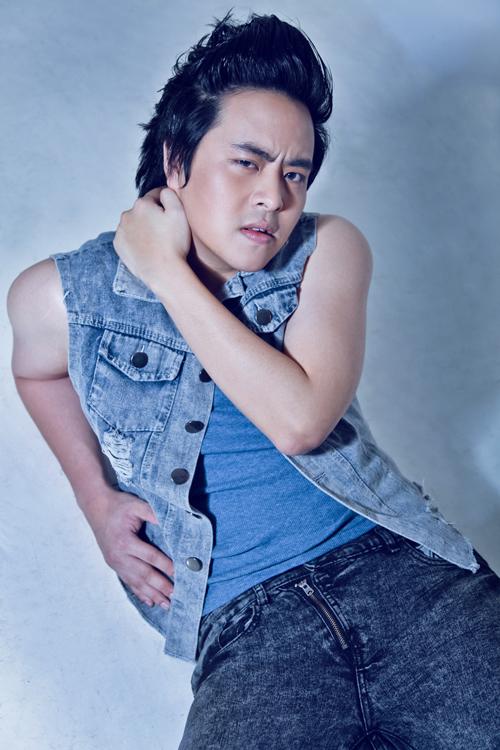 Ngoài khả năng ca hát và sáng tác, cuối năm ngoái, Wanbi Tuấn Anh còn thể hiện năng khiếu diễn xuất trong phim Tết 'Bóng ma học đường'. Sau vai diễn này, anh nhận được khá nhiều kịch bản, tuy nhiên, vì muốn tập trung cho sự nghiệp âm nhạc nên anh đành từ chối.