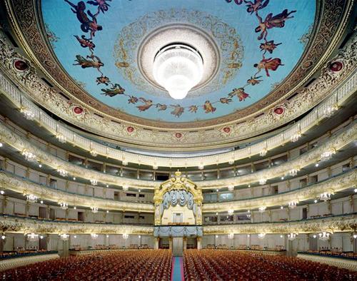 Nhà hát Saint Petersburg ở Nga được trang trí đơn giản nhưng không kém phần ấn tượng.